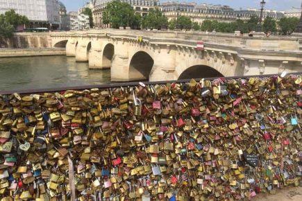 Parijs brug met slotjes